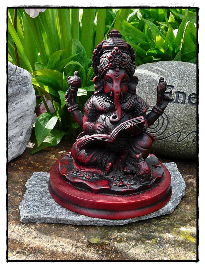 Ganesha Statue mit Mahabrarata