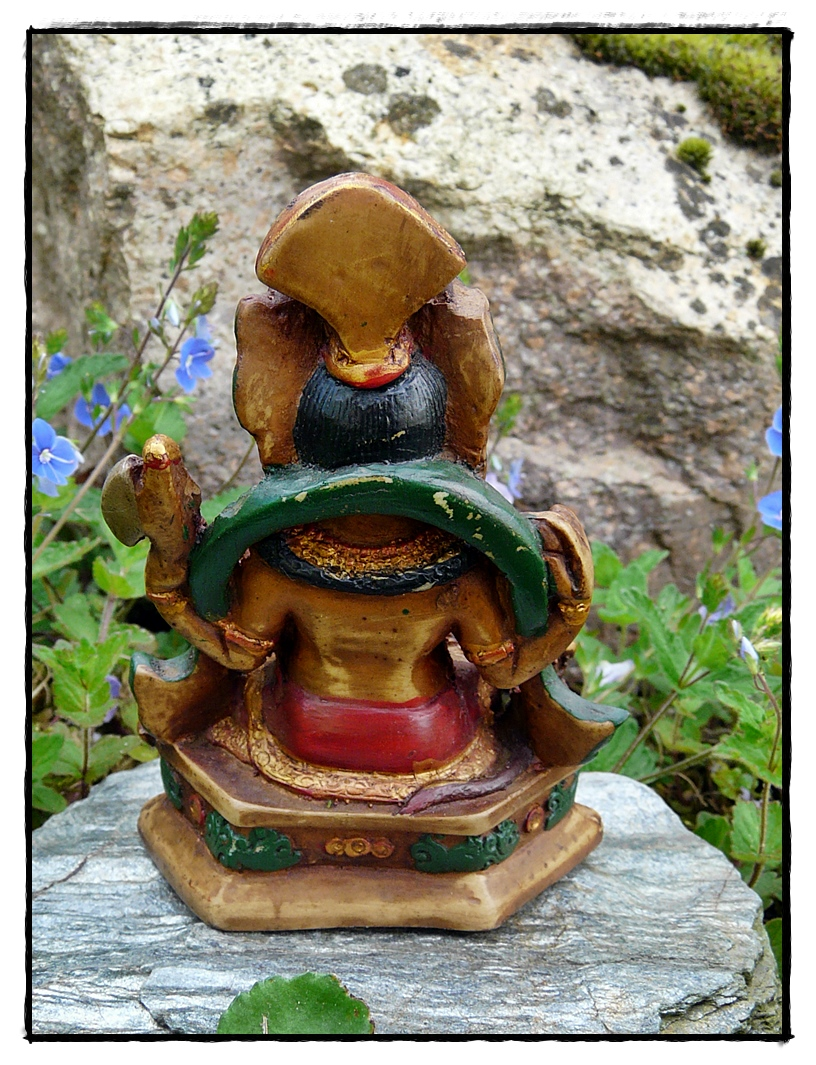 Ganesha Statue handbemalt Rückseite