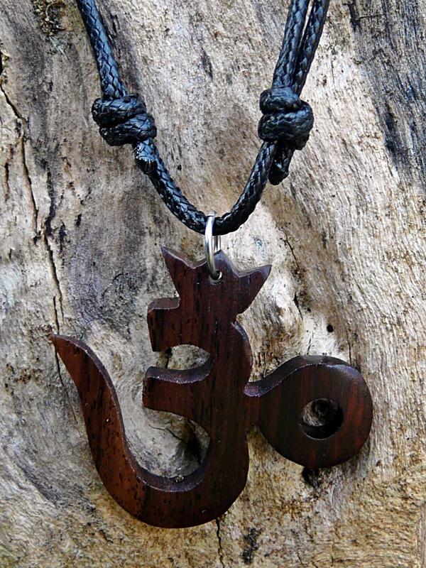 Bali Kette mit OM aus Holz
