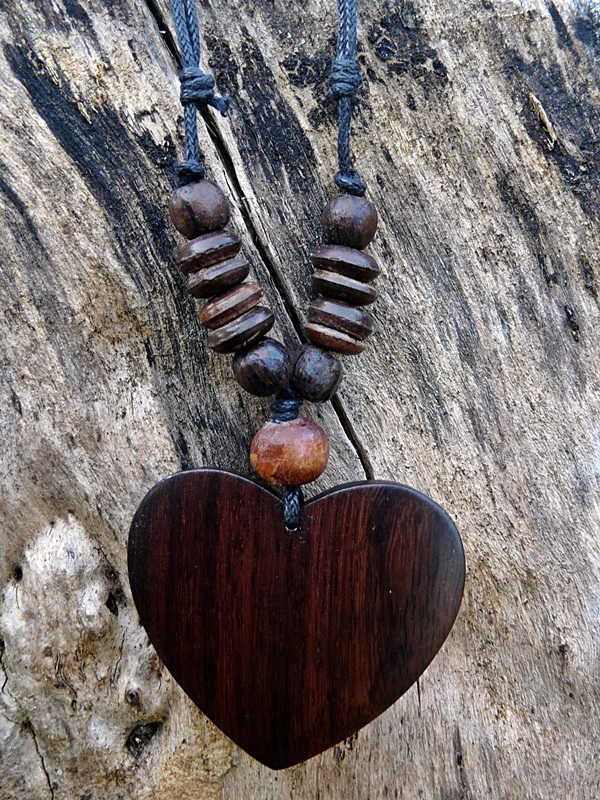 Bali Kette Holz, Herz mit Perlen