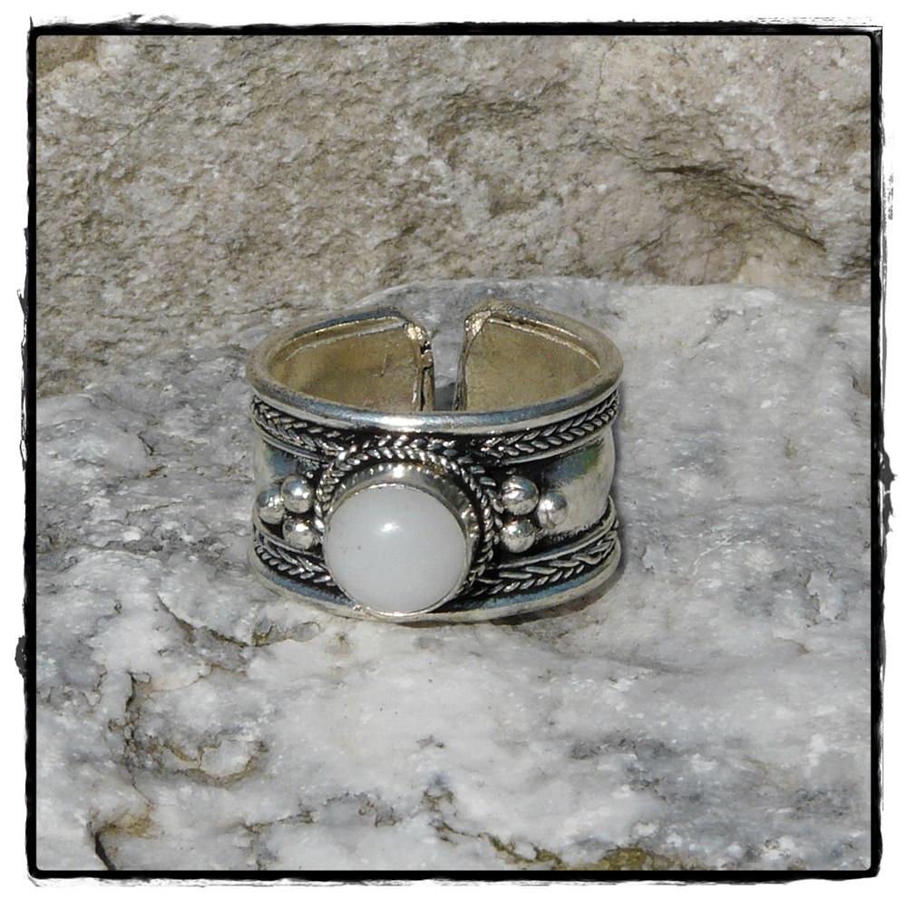 Tibetischer Ring mit Mondstein