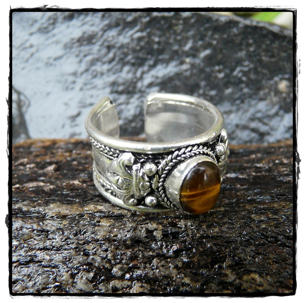 Tibetischer Ring mit Tigerauge