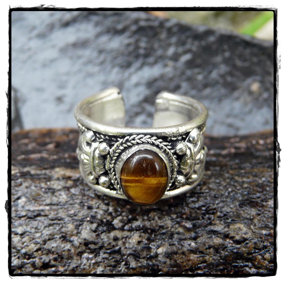 Tibetischer Ring mit Stein aus Tigerauge