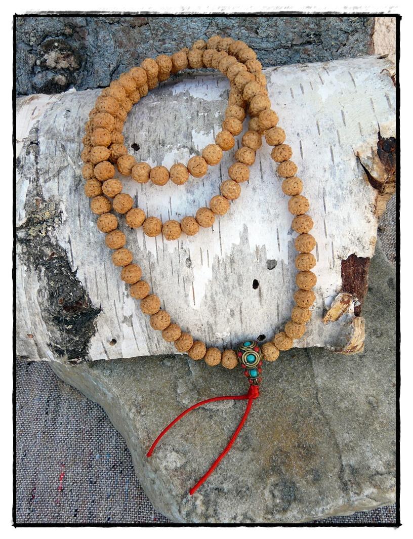 Rudraksha-Mala mit eingefärbten Samen, ockerfarben