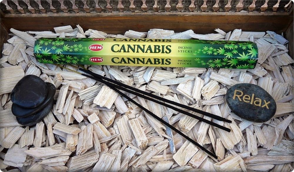 Cannabis Räucherstäbchen von HEM