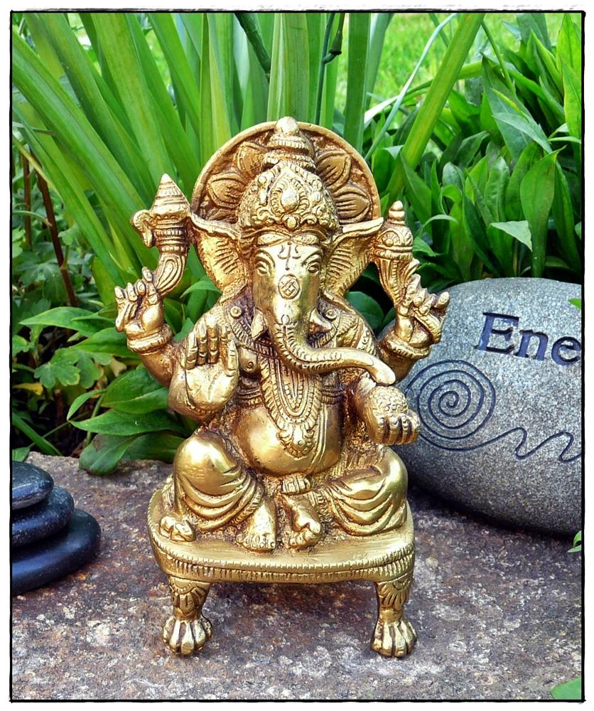 Ganesha auf Thron sitzend