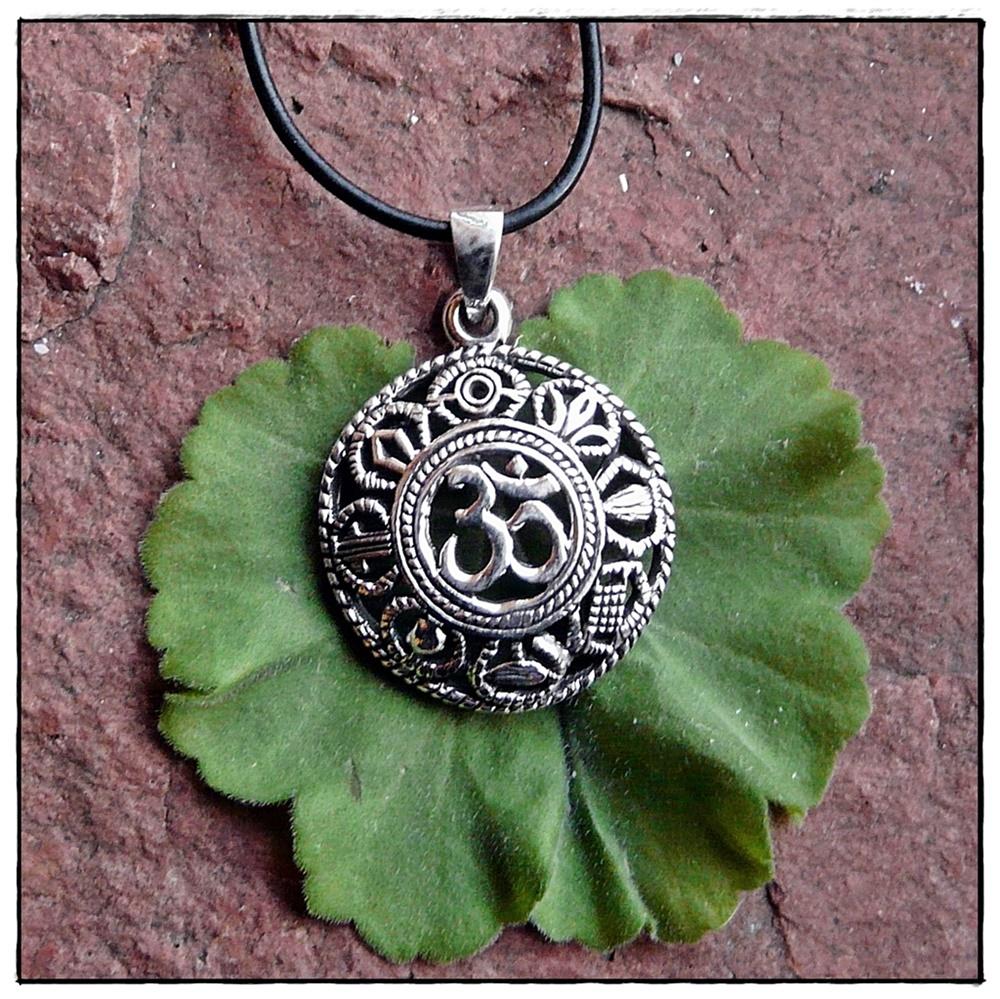 OM-Anhänger mit buddhistischen Symbolen aus Silber