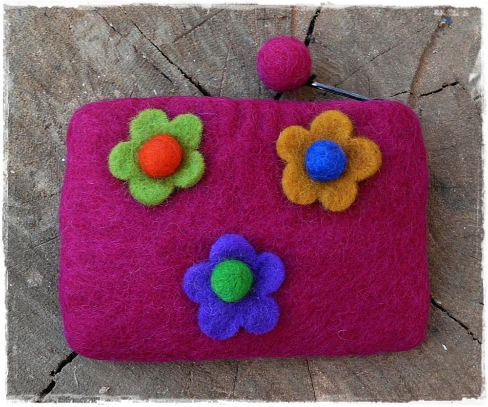 Filzbörse mit Blumen pink