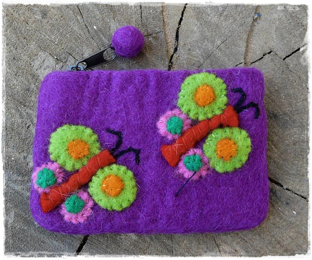 Filzbörse mit Schmetterlingen violett