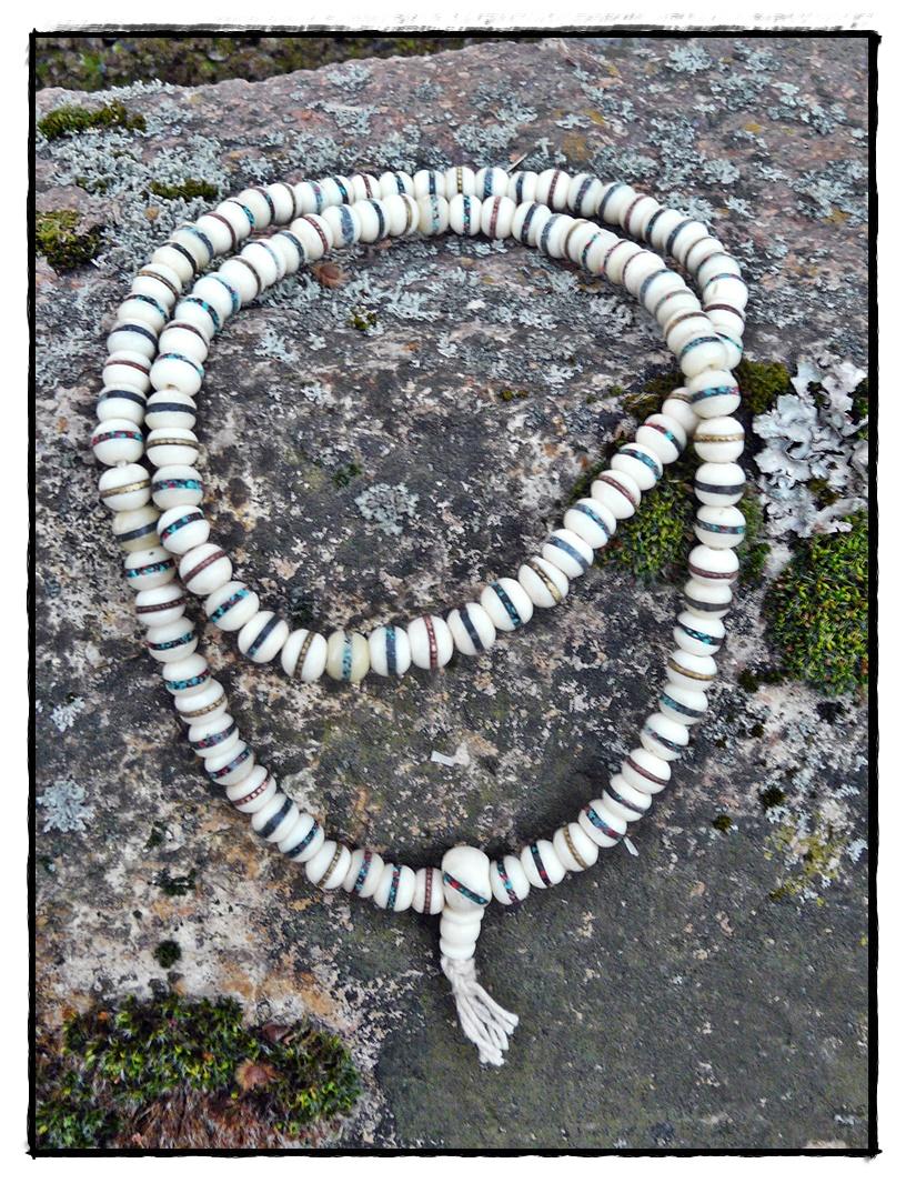 Horn-Mala mit Intarsien, weiß