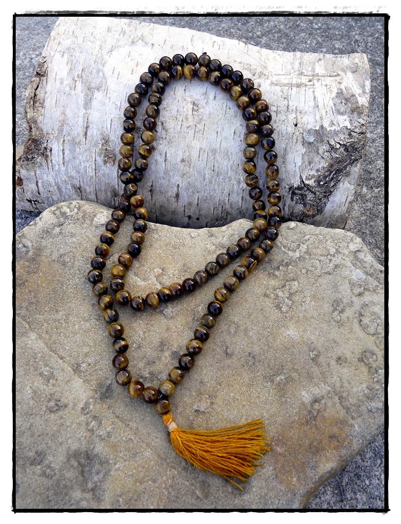 Mala aus Tigerauge mit 108 Perlen, handgeknüpft