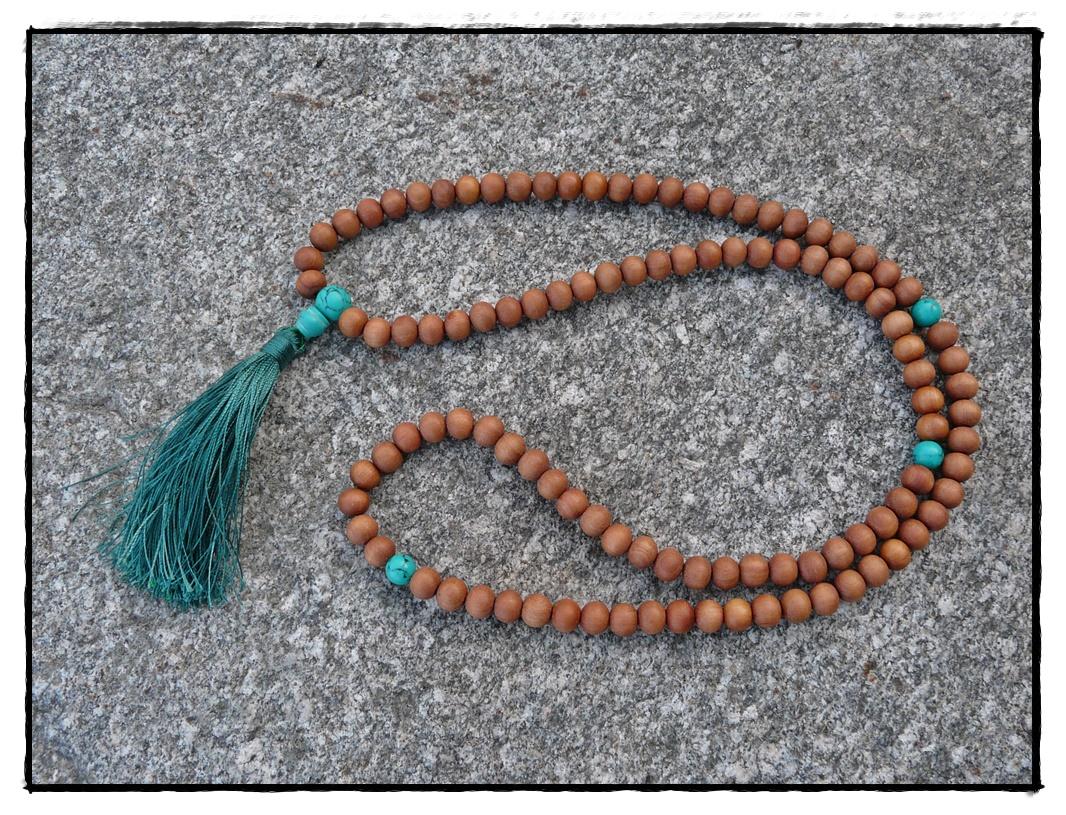 Sandelholz-Mala mit Türkis Perlen