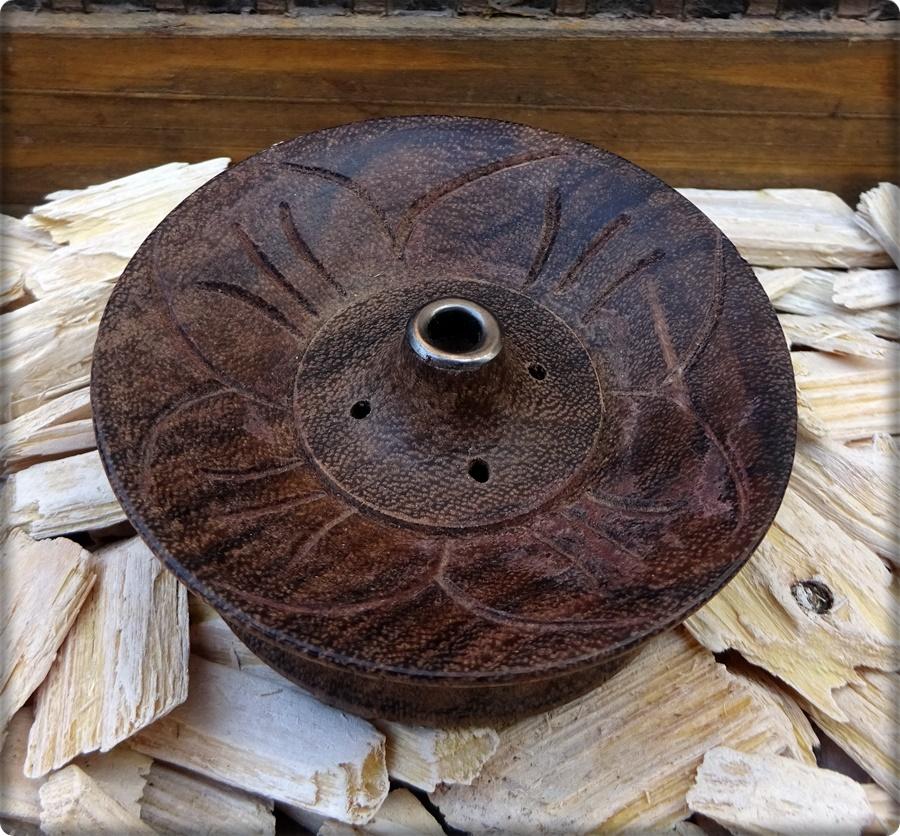 Räucherstäbchenhalter rund aus Holz mit Lotus-Symbol