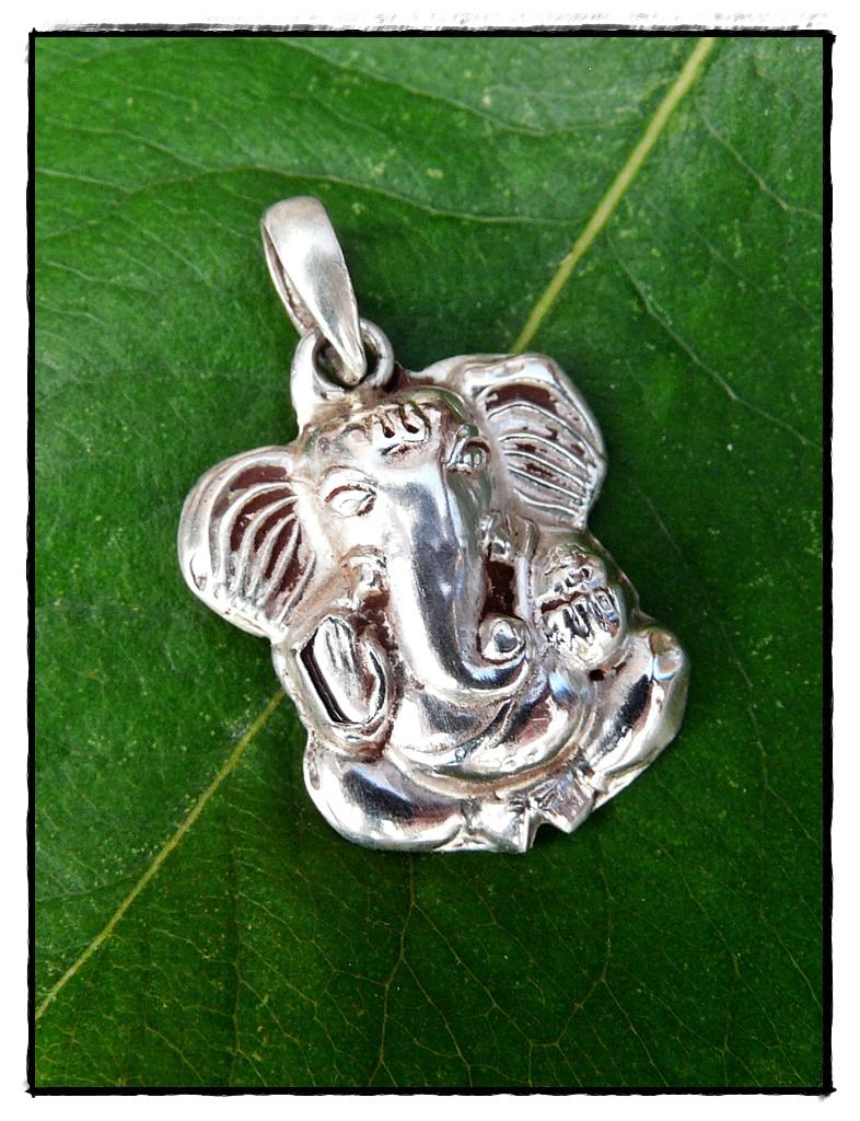 Süßer Ganesha Anhänger aus Silber