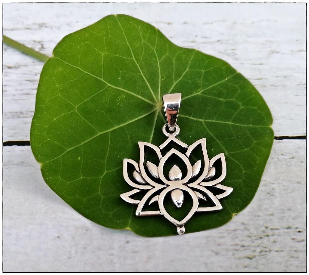 Lotus-Anhänger aus Silber
