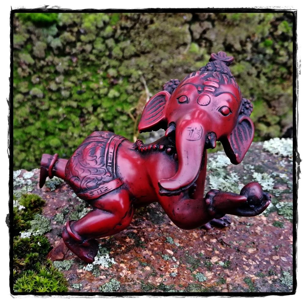 Baby Ganesha, krabbelnd