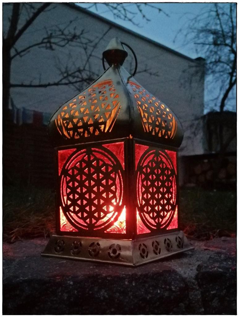 Orientalische Laterne mit Lebensblume