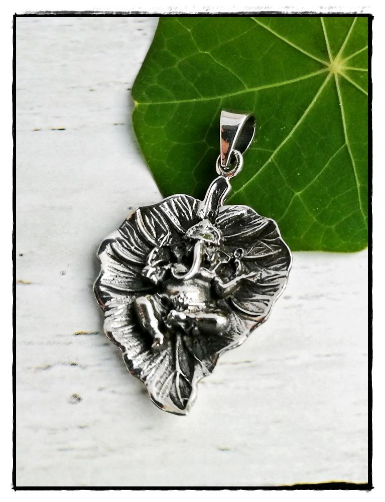 Silber Anhänger Ganesha auf einem Blatt