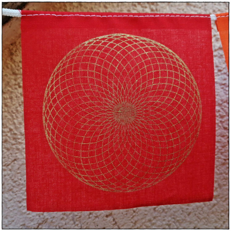 Gebetsfahne mit Symbolen der heiligen Geometrie